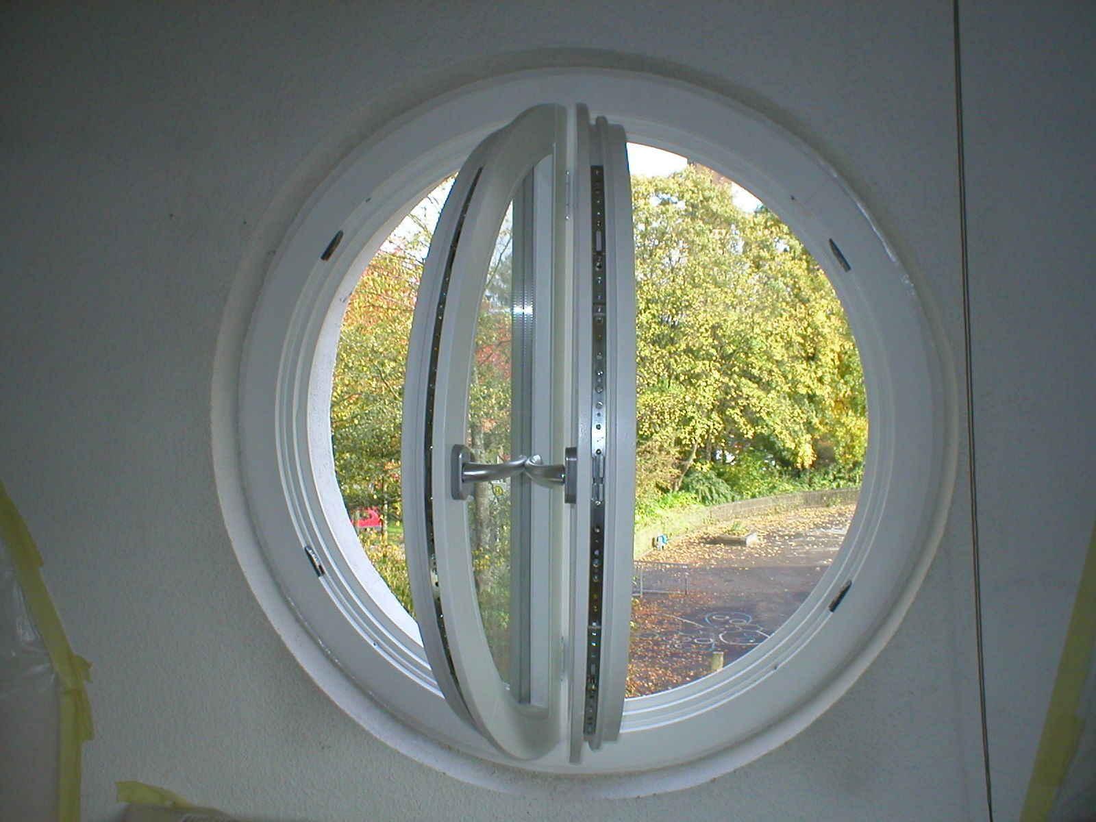 rundbogenfenster aus holz in geldern nrw holzfensterbau bergers. Black Bedroom Furniture Sets. Home Design Ideas